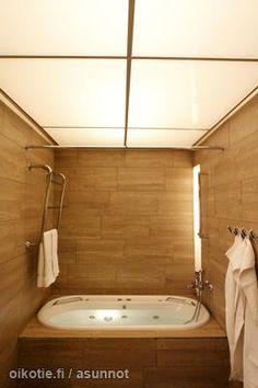 Cosy bathroom with jacuzzi