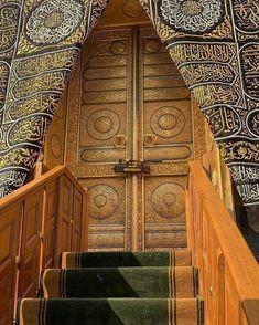 Double Tap the beloved gate of Ka'bah 😍😘❤️❤️❤️ Mecca Mosque, Mecca Islam, Mecca Kaaba, Islamic Images, Islamic Pictures, Islamic Art, Islamic Quotes, Masjid Al Nabawi, Masjid Al Haram