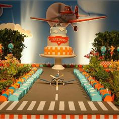 Avioes                                                                                                                                                      Mais Airplane Baby Shower, Airplane Party, 3rd Birthday Parties, Baby Birthday, Disney Planes Party, Little Monster Party, Planes Birthday, Birthday Party Decorations, First Birthdays
