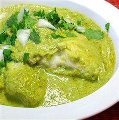 Filete de pescado en salsa de cilantro // White fish in cilantro cream sauce.