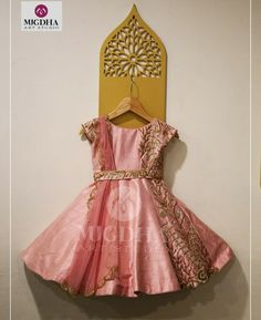 Order contact my whatsapp number 7874133176 Little Girl Pageant Dresses, Gowns For Girls, Dresses Kids Girl, Kids Outfits, Kids Dress Wear, Kids Gown, Kids Wear, Frocks For Babies, Kids Frocks