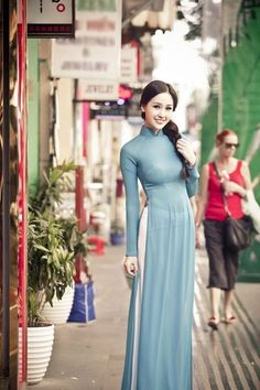 Popular Pretty Vietnamese Woman In Purple Traditional Dress