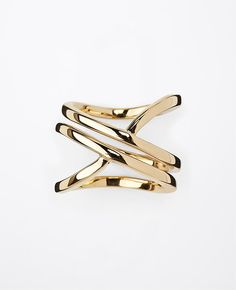 Gorgeous twisted ring! Like butta!