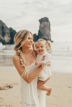 Family Time in Thailand - Barefoot Blonde by Amber Fillerup Clark Mom And Baby, Mommy And Me, Family Beach Pictures, Family Posing, Beach Photos, Family Pictures, Barefoot Blonde, Cute Family, Fall Family