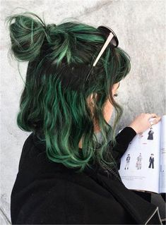 Pink Hair, Blue Hair, Ombre Hair, Black And Green Hair, Short Green Hair, Green Hair Streaks, Green Hair Ombre, Emerald Green Hair, Green Highlights