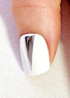 Tutoriel beaut� avec Tom Bachik: comment appliquer de faux ongles autocollants