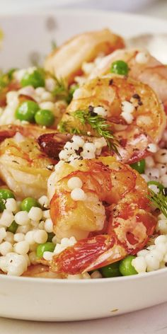 Roasted Shrimp and Pea Couscous Salad. If you're looking for ideas for quick and easy weeknight dinners and meals, you'll live this simple and easy pasta recipe! Recipes like this are both healthy and delicious - perfect for spring time. Pearl Couscous Recipes, Couscous Salad Recipes, Couscous Salat, Couscous Meals, Shrimp Couscous, Pearl Couscous Salad, Easy Pasta Recipes, Fish Recipes, Seafood Recipes