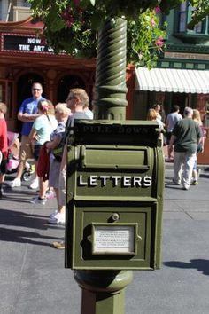 I love mail! Mail from Walt Disney World is even more magical. Here are 5 things you need to know about mailing letters from Walt Disney World. I actually didn't know #2 before I wrote this article.