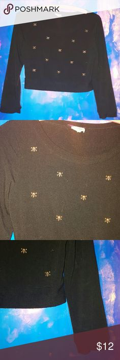 Punk skull crop top Punk style skull rivet ceop top. Little bronze metal skulls sewed on throughout the top & patterned out. Top is fitting & cropped, 3/4 sleeves. Soft knit material. Never worn Hot Topic Tops
