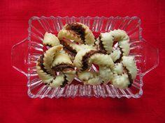 Queste ciambelline di pasta sfoglia e nutella sonoveloci da preparare emolto buone. Per preparane un vassoio pieno occorre unasolaconfezione