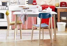 Cream Table and Cream Chairs by Calligaris