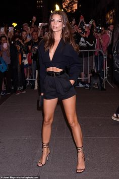 Emily Ratajkowski puts on a VERY leggy display in high-waisted shorts - - Emily Ratajkowski set pulses racing as she made a leggy arrival to the Daily Front Row Fashion Media Awards in New York City on Thursday. Emily Ratajkowski Style, Emily Ratajkowski Fashion, Emily Ratajkowski Modeling, Short Outfits, Summer Outfits, Daily Front Row, Brown Eyed Girls, Fashion Models, Fashion Outfits