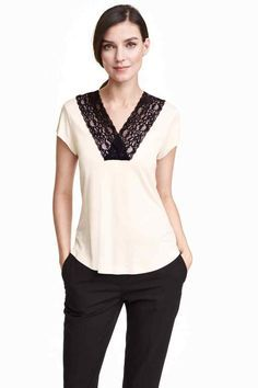 Shop online for affordable women's tops at H&M, from tanks, t-shirts and camis to dressy going-out tops. Blouse Styles, Blouse Designs, Best Leather Jackets, Classy Suits, H&m Tops, Lace Tops, Online Shopping Clothes, Shirt Blouses, Fashion Outfits