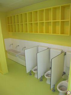 Séparations Kindergarten Interior, Kindergarten Design, Daycare Rooms, Home Daycare, Preschool Classroom Layout, Classroom Decor, Decoration Creche, Nursery Layout, Ecole Design