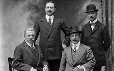 From tailcoats to zoot suits to bell bottom pants and everything in between, here is a brief timeline of the last 100 plus years of mens fashion. History Class, Art History, Fast Fashion, Mens Fashion, Thin Waist, Fashion Silhouette, Dressed To The Nines, Bell Bottom Pants, Skinny Ties