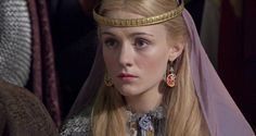 Skye Lourie as Elizabeth in Pillars of the Earth