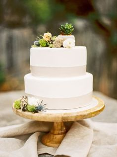Organic Wedding Cake with Rustic Mountain Details Wedding Cake Fresh Flowers, Summer Wedding Cakes, Floral Wedding Cakes, Wedding Cake Rustic, Rustic Cake, Elegant Wedding Cakes, Wedding Cake Designs, Woodland Wedding, Wedding Cake Toppers