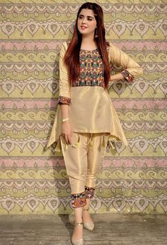 Pakistani Fashion Party Wear, Indian Fashion Dresses, Indian Designer Outfits, Fancy Dress Design, Girls Frock Design, Beautiful Dress Designs, Stylish Dress Designs, Simple Pakistani Dresses, Pakistani Dress Design