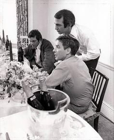 Peter Falk, Ben Gazarra e John Cassavetes Columbo Peter Falk, John Cassavetes, Inspirational Movies, Star System, Best Director, Good Looking Men, Classic Hollywood, Actors & Actresses, Hot Guys