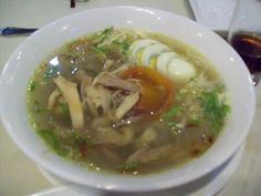Real soto ayam from Java. This is Adi's favorite dish. I must learn to cook it as well as his mom Indonesian Cuisine, Indonesian Recipes, Malay Food, Asian Recipes, Ethnic Recipes, Learn To Cook, Soup And Salad, Bon Appetit, Soup Recipes