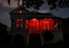 red, house, and night image Autumn Aesthetic, Red Aesthetic, Aesthetic Bedroom, Sainte Cecile, Arte Obscura, Southern Gothic, Spooky Scary, The Villain, Fall Halloween