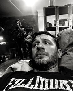 Tom Hardy in Venom Top Hollywood Movies, Tom Hardy Hot, Venom Movie, Toms, Tommy Boy, Hommes Sexy, Most Beautiful Man, Hello Gorgeous, Gorgeous Men