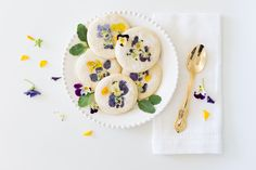 Craftberry Bush | Pansy sugar cookies | http://www.craftberrybush.com