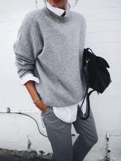 Chemise et pull: le combo parfait autant pour chiller que pour aller travailler!