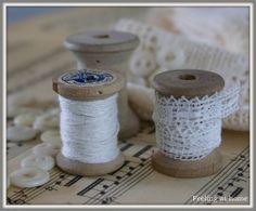 Vintage spools of thread  lace - Klosjes