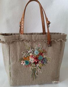 프랑스자수 가방 : 네이버 블로그 Hand Embroidery Patterns Free, Embroidery Flowers Pattern, Embroidery Bags, Patchwork Bags, Quilted Bag, Fabric Tote Bags, Handmade Purses, Jute Bags, Denim Bag