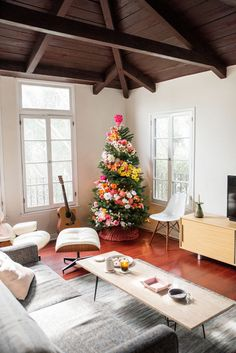 This #DIY #Christmas tree is beautiful no matter where you look at it from! It is stunning! I am going to keep this in mind for next year!