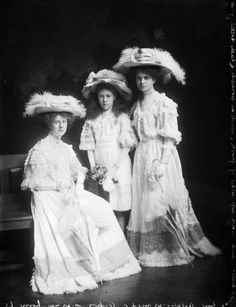 Three young women, probably of the Riley family, dressed in lace and hats, 1908.