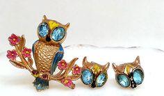 Coro-Owl-Brooch-amp-Earrings-Owlet-Demi-Parure-Rhinestone-Enameled-Gold-Tone-Set