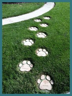 Dog Paws Stepping Stones: 6 Steps (with Pictures)Personalize your garden with DIY garden stepping stones you make yourself! Use concrete and simple forms to make amazing DIY stepping stones! Diy Garden Decor, Garden Art, Dog Garden, Garden Stepping Stones, Concrete Stepping Stones, Homemade Stepping Stones, Decorative Stepping Stones, Garden Steps, Dog Rooms
