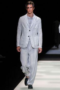 Giorgio Armani Spring 2018 Menswear Fashion Show Collection Male Fashion Trends, Men Fashion Show, Fashion Show Collection, Fashion Week, Mens Fashion, Milan Fashion, Fashion Brands, Giorgio Armani, Vogue Paris