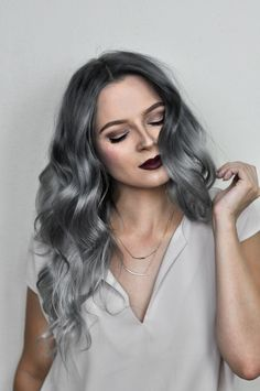 ombre haar Check out this tutorial to learn how to get that perfect silver ombre hair at home with oVertone! Its a DIY ombre made easy. LOVE this hair color! Silver Ombre Hair, Dyed Hair Ombre, Blond Ombre, Brown Ombre Hair, Ombre Hair Color, Cool Hair Color, Hair Colors, Diy Ombre, Ombre Hair At Home