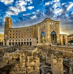 Anfiteatro romano di Lecce,  Puglia.  Our tips for 25 places to visit in Italy: http://www.europealacarte.co.uk/blog/2012/01/12/what-to-do-in-italy/
