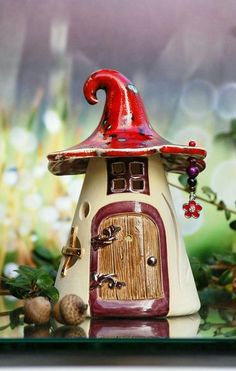 Excellent Gardening Ideas On Your Utilized Espresso Grounds Herbstliches Elfenhaus Clay Fairy House, Gnome House, Fairy Garden Houses, Clay Projects, Clay Crafts, Diy And Crafts, Clay Houses, Ceramic Houses, Pottery Houses
