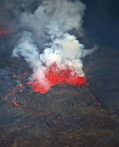 Explosion in the lava lake - Nyiragongo