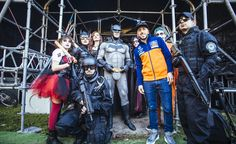 Antonio Cairoli in compagnia dei cosplayer