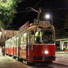 E2 4007 + c5 auf der Linie D am Burgring.  #wienerlinien #wien #bim #strassenbahn #hochflur #Type_E2 #Type_c5 #4007 #Linie_D #LinieD #DWagen #Burgring #Rennerring #Ring #öpnv #öffentlicherverkehr #tram_pictures
