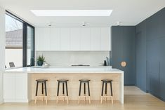 The Spotted Gum Tree House by Merrylees Architecture explores uniquley Australian design considerations to create a home built around an iconic tree. Open Plan Kitchen, Kitchen Ideas, Kitchen Reno, Kitchen Stuff, Kitchen Inspiration, Kitchen Designs, Timber Flooring, House On A Hill, Architect House