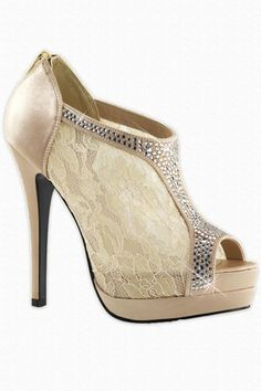 Lace and rhinestone high heel wedding shoes. The small platform is nice to add additional height. Arabic Wedding Dresses, Arab Wedding, Wedding Dresses 2014, Wedding Lace, Wedding Shoes Heels, Bridal Shoes, Different Wedding Ideas, Shoes 2014, Bare Foot Sandals