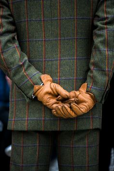 My Country Living is a collection of inspiring interiors, beautiful fashion, country themes, and. Dandy, Tweed Run, Just Style, Men's Style, Preppy Men, Military Men, Mens Gloves, Harris Tweed, Chor