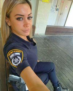 21 Super Attractive Women Of law Enforcement From Around The World Badass Women, Sexy Women, Israeli Female Soldiers, Female Cop, Idf Women, Girls Uniforms, Military Women, Belle Photo, Photo Tips