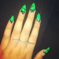 Pick creepy Halloween nail art ideas & designs this season from the easy and cute Halloween manicure roundup of festive fall nails. Drip Nails, Get Nails, How To Do Nails, Hair And Nails, Acrylic Nails, Nail Gel, Nail Polish, Nail Designs 2014, Cool Nail Designs