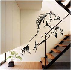 parede de escada decorada com cavalo