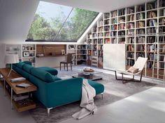 großzügiges Sofa in Türkis und Bibliothekenschrank