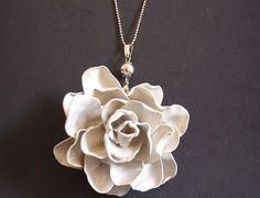Αυτό το κολιέ τριαντάφυλλο μπορείς να το φτιάξεις μόνη σου - http://ipop.gr/themata/ftiaxnw/afto-to-kolie-triantafillo-mporis-na-to-ftiaxis-moni-sou/