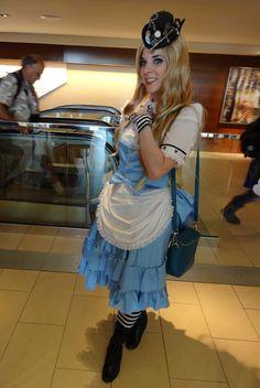 Image from http://geek-news.mtv.com//wp-content/uploads/geek/2013/07/Steampunk-Alice-in-Wonderland.jpg.